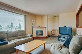 Photo 4: 716 HUNTS Crescent NW in Calgary: Huntington Hills Detached for sale : MLS®# C4299076