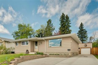 Photo 1: 716 HUNTS Crescent NW in Calgary: Huntington Hills Detached for sale : MLS®# C4299076