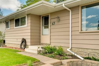Photo 2: 716 HUNTS Crescent NW in Calgary: Huntington Hills Detached for sale : MLS®# C4299076
