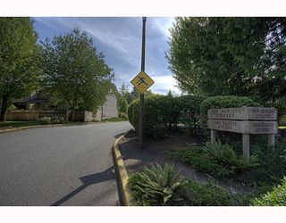 """Photo 3: 21 3190 TAHSIS Avenue in Coquitlam: New Horizons Townhouse for sale in """"NEW HORIZONS ESTATES"""" : MLS®# V783337"""