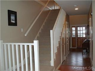 Photo 8: 2520 Cedar Hill Rd in VICTORIA: Vi Oaklands Half Duplex for sale (Victoria)  : MLS®# 557755