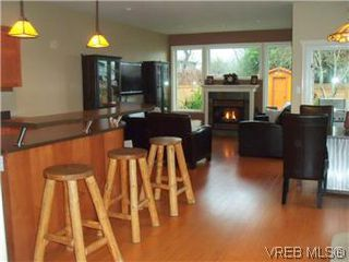 Photo 5: 2520 Cedar Hill Rd in VICTORIA: Vi Oaklands Half Duplex for sale (Victoria)  : MLS®# 557755