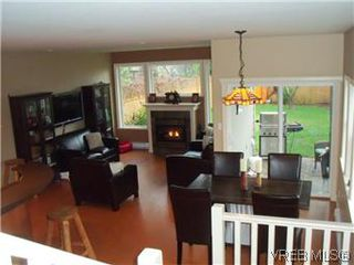 Photo 3: 2520 Cedar Hill Rd in VICTORIA: Vi Oaklands Half Duplex for sale (Victoria)  : MLS®# 557755