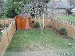 Photo 13: 2520 Cedar Hill Rd in VICTORIA: Vi Oaklands Half Duplex for sale (Victoria)  : MLS®# 557755