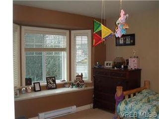 Photo 10: 2520 Cedar Hill Rd in VICTORIA: Vi Oaklands Half Duplex for sale (Victoria)  : MLS®# 557755