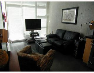 "Photo 2: 405 2635 PRINCE EDWARD Street in Vancouver: Mount Pleasant VE Condo for sale in ""SOMA LOFTS"" (Vancouver East)  : MLS®# V762416"
