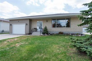 Photo 2: 14 McDowell Drive in Winnipeg: Charleswood Residential for sale (1G)  : MLS®# 202011526