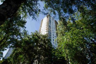 "Photo 2: 508 1251 CARDERO Street in Vancouver: West End VW Condo for sale in ""SURFCREST"" (Vancouver West)  : MLS®# R2472940"