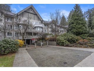 """Photo 3: PH15 7383 GRIFFITHS Drive in Burnaby: Highgate Condo for sale in """"EIGHTEEN TREES"""" (Burnaby South)  : MLS®# R2519626"""