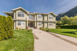 """Main Photo: 41371 DRYDEN Road in Squamish: Brackendale House for sale in """"Brackendale"""" : MLS®# R2521113"""