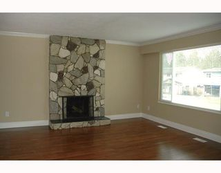 """Photo 2: 3952 ST THOMAS Street in Port Coquitlam: Lincoln Park PQ House for sale in """"LINCOLN PARK"""" : MLS®# V810144"""