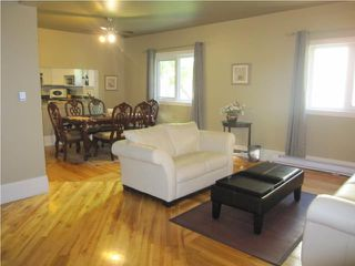 Photo 2: 546 LANGEVIN Street in WINNIPEG: St Boniface Residential for sale (South East Winnipeg)  : MLS®# 1013366