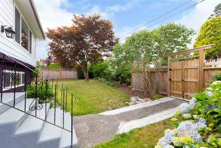 Photo 3: 15754 BUENA VISTA Avenue: White Rock House for sale (South Surrey White Rock)  : MLS®# R2391499