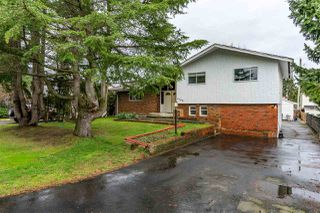 Main Photo: 6160 175A Avenue in Surrey: Cloverdale BC House for sale (Cloverdale)  : MLS®# R2429632