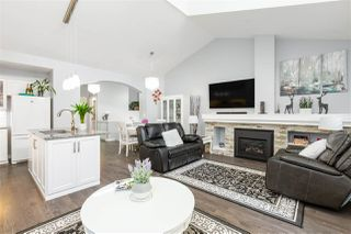 """Photo 3: 61 2588 152 Street in Surrey: King George Corridor Townhouse for sale in """"Woodgrove"""" (South Surrey White Rock)  : MLS®# R2480790"""