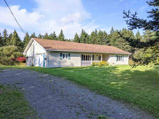 Photo 1: 346 Seaview Drive in North Sydney: 205-North Sydney Residential for sale (Cape Breton)  : MLS®# 202019912