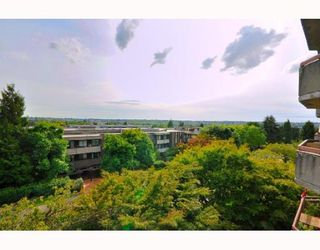 "Photo 10: 404 2445 W 3RD Avenue in Vancouver: Kitsilano Condo for sale in ""CARRIAGE HOUSE"" (Vancouver West)  : MLS®# V786416"