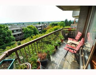 "Photo 9: 404 2445 W 3RD Avenue in Vancouver: Kitsilano Condo for sale in ""CARRIAGE HOUSE"" (Vancouver West)  : MLS®# V786416"