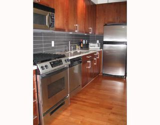 """Photo 3: 213 2055 YUKON Street in Vancouver: Mount Pleasant VW Condo for sale in """"THE MONTREAUX"""" (Vancouver West)  : MLS®# V754266"""