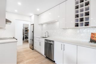 """Photo 2: 304 2935 SPRUCE Street in Vancouver: Fairview VW Condo for sale in """"LANDMARK CAESAR"""" (Vancouver West)  : MLS®# R2410908"""