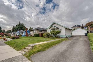 Photo 3: 219 BLACKMAN STREET in New Westminster: GlenBrooke North House for sale : MLS®# R2511037