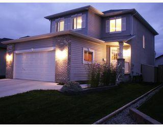 Photo 1: 661 JOHN FORSYTH Road in WINNIPEG: St Vital Residential for sale (South East Winnipeg)  : MLS®# 2918815
