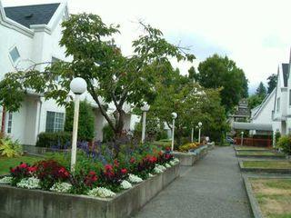 "Photo 4: 45 889 TOBRUCK AV in North Vancouver: Hamilton Townhouse for sale in ""TOBRUCK GARDENS"" : MLS®# V604297"