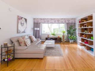 """Photo 3: 103 2409 W 43 Avenue in Vancouver: Kerrisdale Condo for sale in """"Balsam Court"""" (Vancouver West)  : MLS®# R2405171"""
