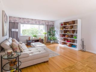 """Photo 2: 103 2409 W 43 Avenue in Vancouver: Kerrisdale Condo for sale in """"Balsam Court"""" (Vancouver West)  : MLS®# R2405171"""