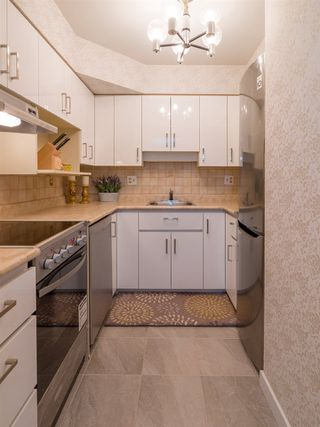 """Photo 8: 103 2409 W 43 Avenue in Vancouver: Kerrisdale Condo for sale in """"Balsam Court"""" (Vancouver West)  : MLS®# R2405171"""