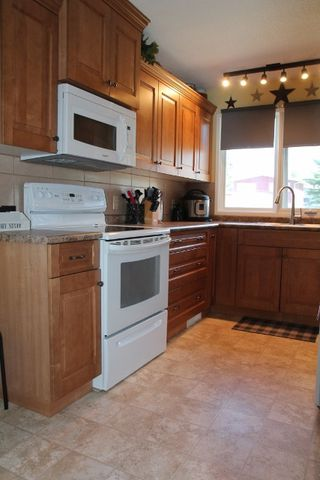 Photo 2: 4909 54 Avenue: Elk Point House for sale : MLS®# E4201578