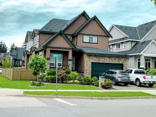 Photo 1: 5411 189A Street in Surrey: Cloverdale BC House for sale (Cloverdale)  : MLS®# R2468204