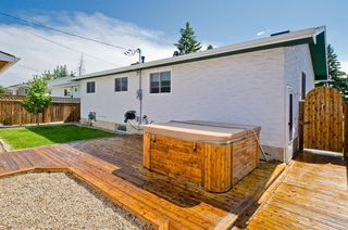 Photo 4: 5508 5 Avenue SE in Calgary: Penbrooke Meadows Detached for sale : MLS®# A1023147
