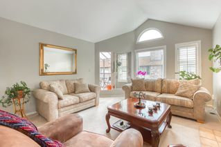 "Photo 3: 303 15035 THRIFT Avenue: White Rock Condo for sale in ""Grosvenor Court"" (South Surrey White Rock)  : MLS®# R2494043"