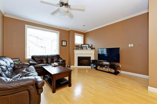Photo 3: 25 8633 159 STREET SURREY, BC Street in Surrey: Fleetwood Tynehead Townhouse for sale : MLS®# R2502095