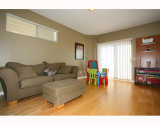 "Photo 4: 6 1108 RIVERSIDE Circle in Port Coquitlam: Riverwood Townhouse for sale in ""HERITAGE MEADOWS"" : MLS®# V791486"