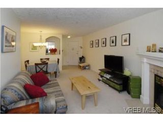 Photo 4: 301 1580 Christmas Ave in VICTORIA: SE Mt Tolmie Condo Apartment for sale (Saanich East)  : MLS®# 489978