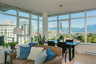 Photo 3: 807 2788 PRINCE EDWARD Street in Vancouver: Mount Pleasant VE Condo for sale (Vancouver East)  : MLS®# R2401286
