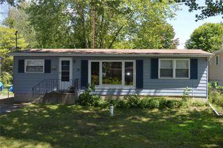 Photo 1: 31 Lake Avenue in Ramara: Brechin House (Bungalow) for sale : MLS®# S4857919