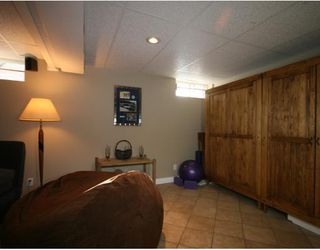 Photo 12: 101 WALNUT Drive SW in CALGARY: Wildwood Residential Detached Single Family for sale (Calgary)  : MLS®# C3413062