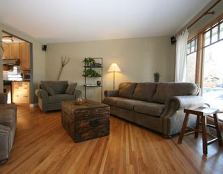 Photo 5: 101 WALNUT Drive SW in CALGARY: Wildwood Residential Detached Single Family for sale (Calgary)  : MLS®# C3413062
