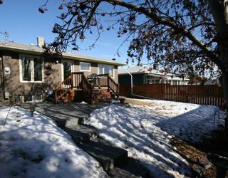 Photo 16: 101 WALNUT Drive SW in CALGARY: Wildwood Residential Detached Single Family for sale (Calgary)  : MLS®# C3413062
