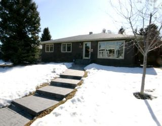 Photo 1: 101 WALNUT Drive SW in CALGARY: Wildwood Residential Detached Single Family for sale (Calgary)  : MLS®# C3413062