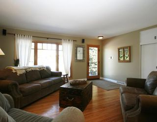Photo 6: 101 WALNUT Drive SW in CALGARY: Wildwood Residential Detached Single Family for sale (Calgary)  : MLS®# C3413062