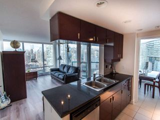 """Photo 5: 2901 1033 MARINASIDE Crescent in Vancouver: Yaletown Condo for sale in """"Quaywest"""" (Vancouver West)  : MLS®# R2439944"""