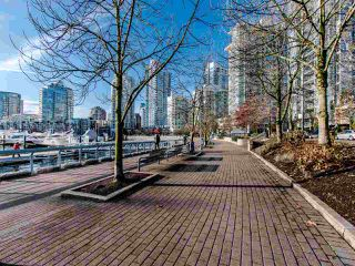 """Photo 16: 2901 1033 MARINASIDE Crescent in Vancouver: Yaletown Condo for sale in """"Quaywest"""" (Vancouver West)  : MLS®# R2439944"""