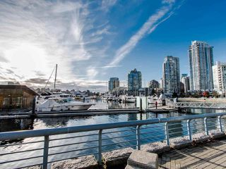 """Photo 17: 2901 1033 MARINASIDE Crescent in Vancouver: Yaletown Condo for sale in """"Quaywest"""" (Vancouver West)  : MLS®# R2439944"""