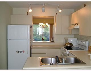 "Photo 7: 25 888 W 16TH Street in North_Vancouver: Hamilton Townhouse for sale in ""TOBRUCK"" (North Vancouver)  : MLS®# V785327"