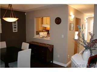 Photo 3: 26 300 Six Mile Road in VICTORIA: VR Six Mile Townhouse for sale (View Royal)  : MLS®# 288529