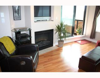 "Photo 3: 302 2525 BLENHEIM Street in Vancouver: Kitsilano Condo for sale in ""THE MACK"" (Vancouver West)  : MLS®# V770028"